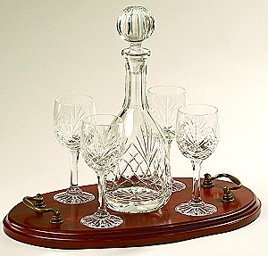 COUNTY WINE OR SHERRY DECANTER AND 4 GLASSES ON WOODEN TRAY